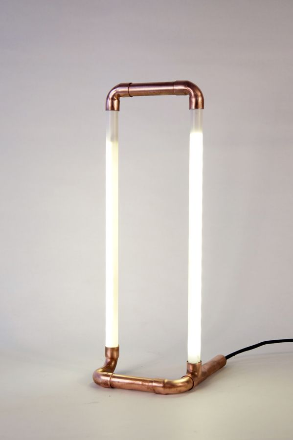 Επιτραπέζιο φωτιστικό LED Από χάλκινα υδραυλικά εξαρτήματα Ταινία LED 14,4 W ενσωματωμένη σε λευκό σωλήνα Διαστάσεις 13x14x35cm, 0,5Kg Δωρεάν αποστολή σε όλη την Ελλάδα