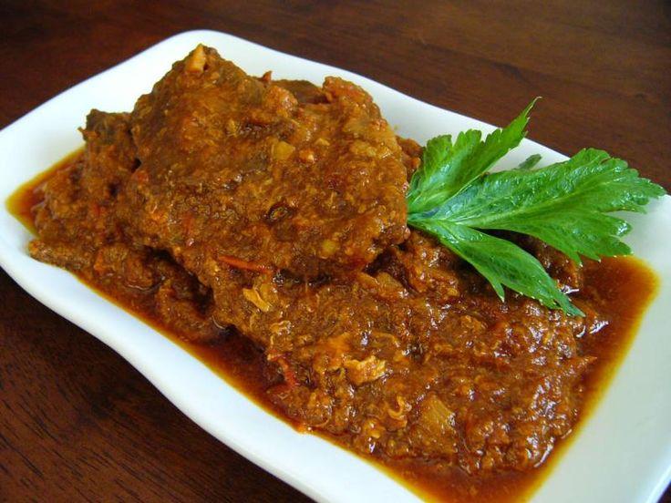 Resep cara membuat BISTIK DAGING Sapi Enak berikut, praktis, mudah dan sederhana memasaknya, mari kita simak  Bahan-bahan/bumbu-bumbu Resep BISTIK DAGING Sapi Enak: Bahan Resep BISTIK DAGING Sapi Enak: 500 gram daging sapi has dalam 1 sendok makan kecap inggris 1/4 sendok teh merica bubuk 1/2 sendok teh pala bubuk Bahan Saus Resep BISTIK DAGING Sapi Enak: 1/2 buah bawang bombay, dipotong panjang 1 sendok teh kecap inggris 2 sendok makan saus tomat 1/2 sendok makan kec...