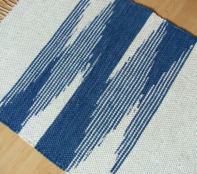 Zig here, zag there -- hand-woven rug #weave