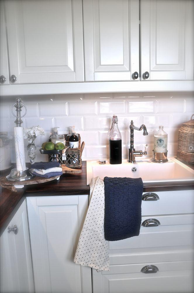Fein Weiße Küchenschränke Aufkantung Zeitgenössisch - Küchen Ideen ...
