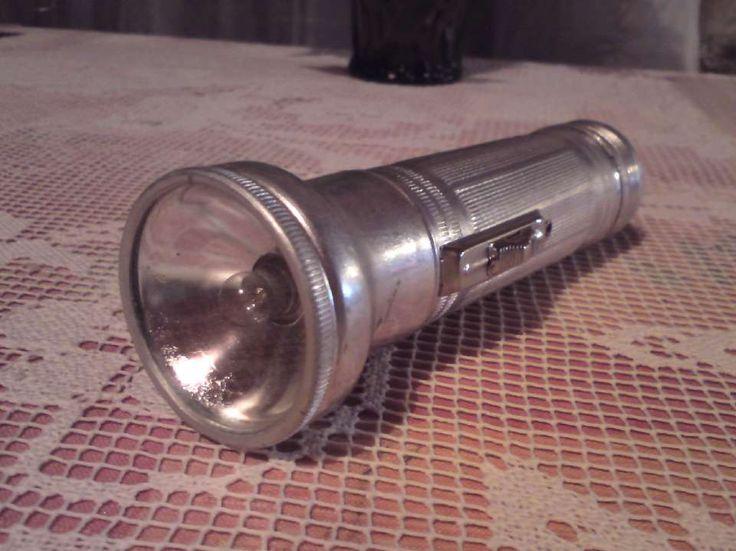 фонарик, порой трудно было включить...