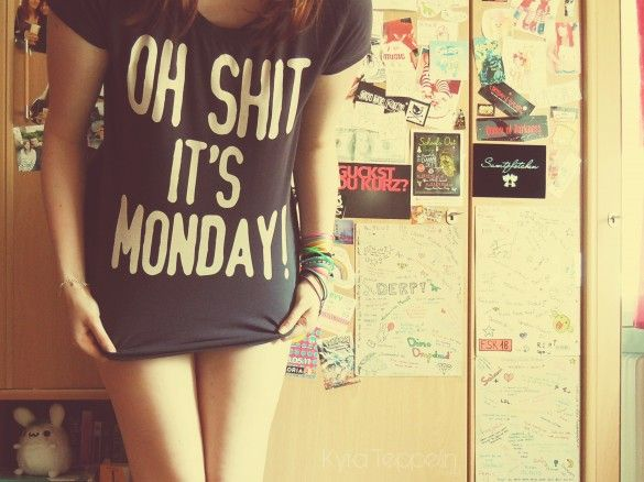 I Hate Mondays by Kyra Teppelin - T-shirt