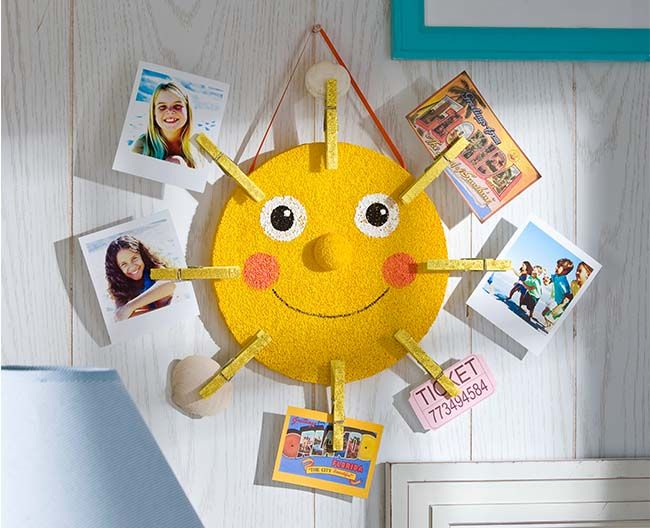 DIY Sunshine Photo holder. Perfect teacher's gift for the end of the school year! #plaidcrafts