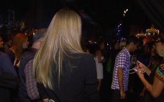 Alessandra Ambrósio diz que se intimida com câmeras de TV: 'Eu fico nervosa'