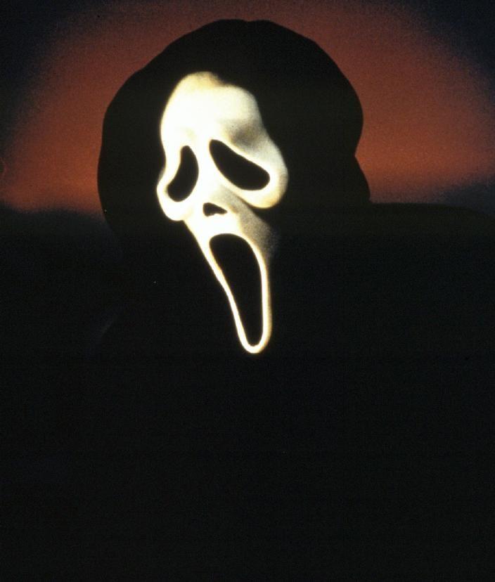 Image tirée de la saga Scream, films réalisés par Wes Craven à partir de 1996.