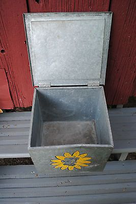 Vintage Borden's Dairy Galvanized Porch Milk Bottle Box Cooler