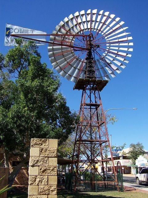 Windmill at Barcaldine Queensland! MORE about #Barcaldine: http://www.redzaustralia.com/2011/10/aussie-icons-5-tree-of-knowledge-barcaldine-queensland/