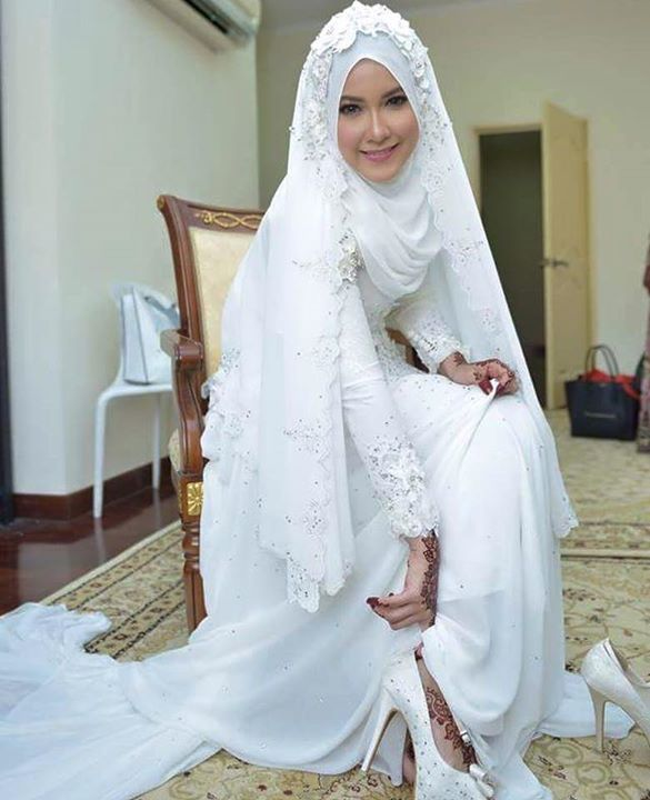 this gorgeous dress designed by Ezuan Ismail