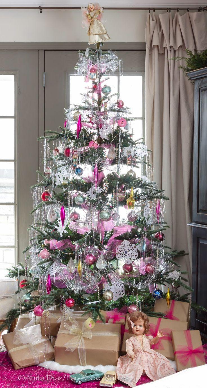 Vintage looking christmas ornaments - Vintage Looking Christmas Tree The Tree Is Artifical