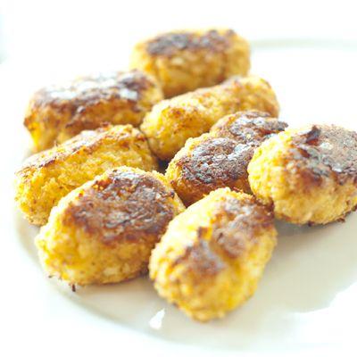 Des bouchées au chou-fleur savoureuses et très santé, qu'on peut servir avec une sauce ou une trempette au choix (aïoli, mayonnaise épicée, trempette aux épinards, humus, etc.)
