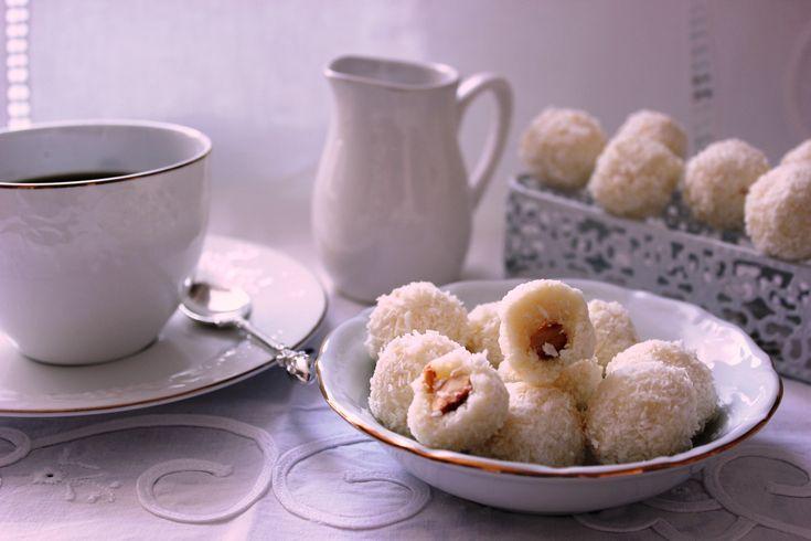 Кокосовые конфеты с миндалем - Портал «Домашний»