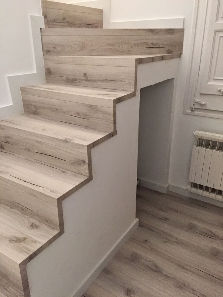 M s de 25 ideas incre bles sobre piso flotante en for Grada escalera