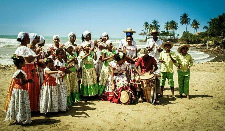 Imagen hermosa de un Grupo de pitos y tambores festival del Bullerengue, Puerto Escondido
