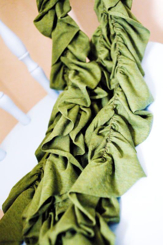 Ruffle scarf tutorialDecor Ideas, Ruffle Scarf, Scarf Ruffles, Jersey Knit Scarf Diy, Diy Ruffles, Diy Gift, Decorating Ideas, Diy Decor, Ruffles Scarf