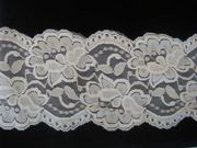 1Y White Floral Scalloped Stretch Lace Trim 3 3/4 W S7-4
