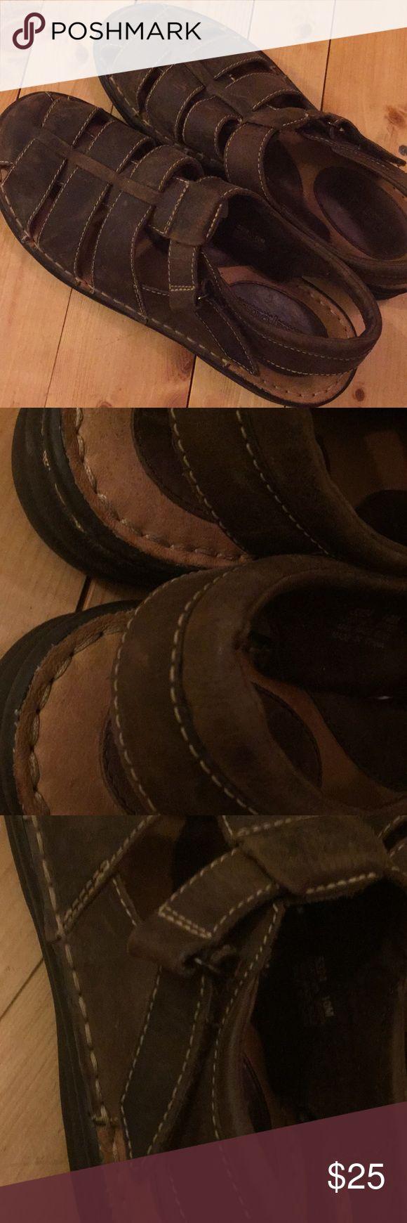Minnetonka sandals Excellent condition very cozy Minnetonka Shoes Sandals & Flip-Flops