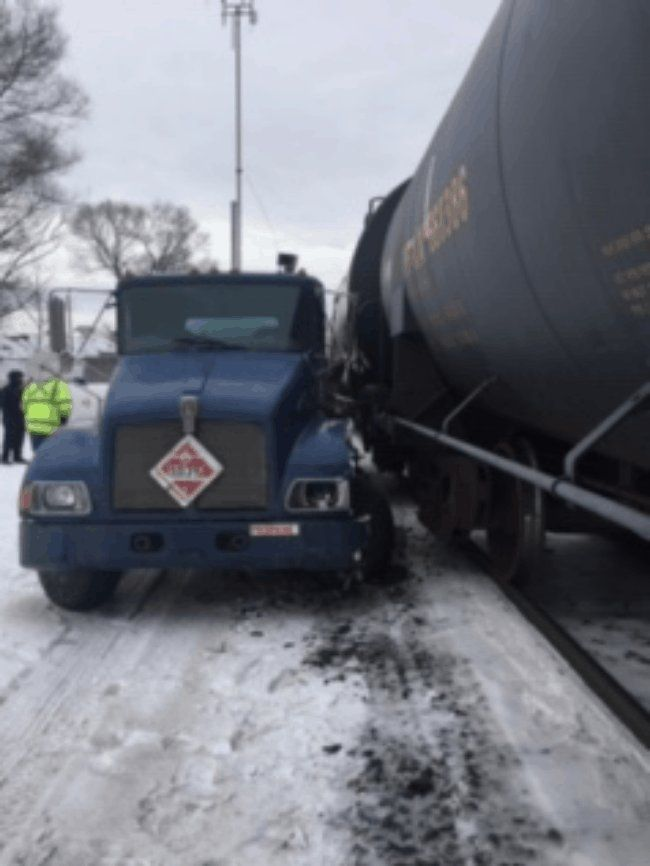 Train vs Propane Truck in Mt  Clemens | Other News | Trucks