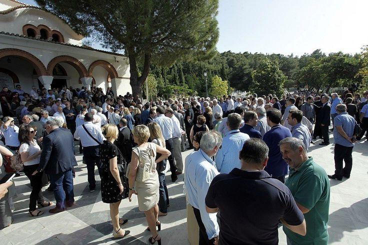 Κεραμιδόγατος: Xιλιάδες κόσμου αποχαιρέτησαν τον Γιώργο Παναγιωτα...