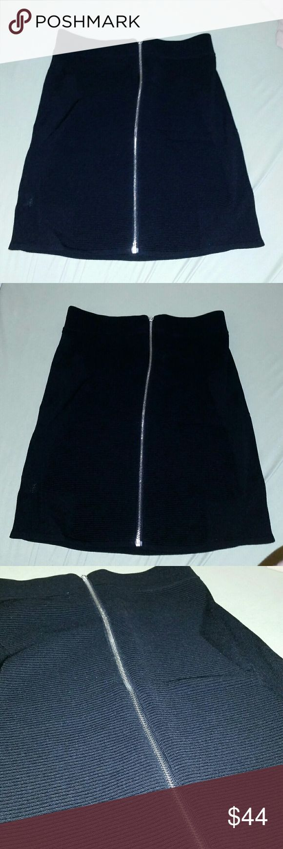 NEW PARKER FULL BACK ZIP PENCIL SKIRT LARGE New Full back zipper Parker pencil skirt Size large Super stretchy Contrast fabric pattern 75% rayon 25% nylon Parker Skirts Pencil