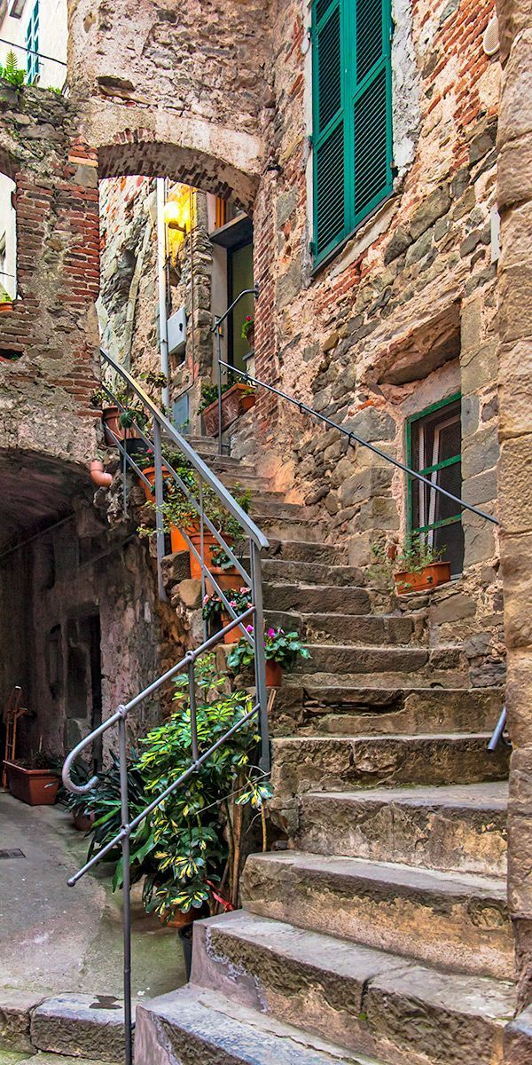 Cinque Terre in 20 Photos: A guide to the five lands of Italy #italytravel