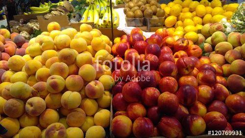 """Scarica l'immagine Royalty Free  """"Fresh peaches on display"""" creata da morgan capasso al miglior prezzo su Fotolia . Sfoglia la nostra banca di immagini online per trovare la foto perfetta per i tuoi progetti di marketing a prezzi imbattibili!"""