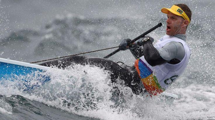 Robert Scheidt faz regatas muito boas e volta a brigar pelo ouro na vela