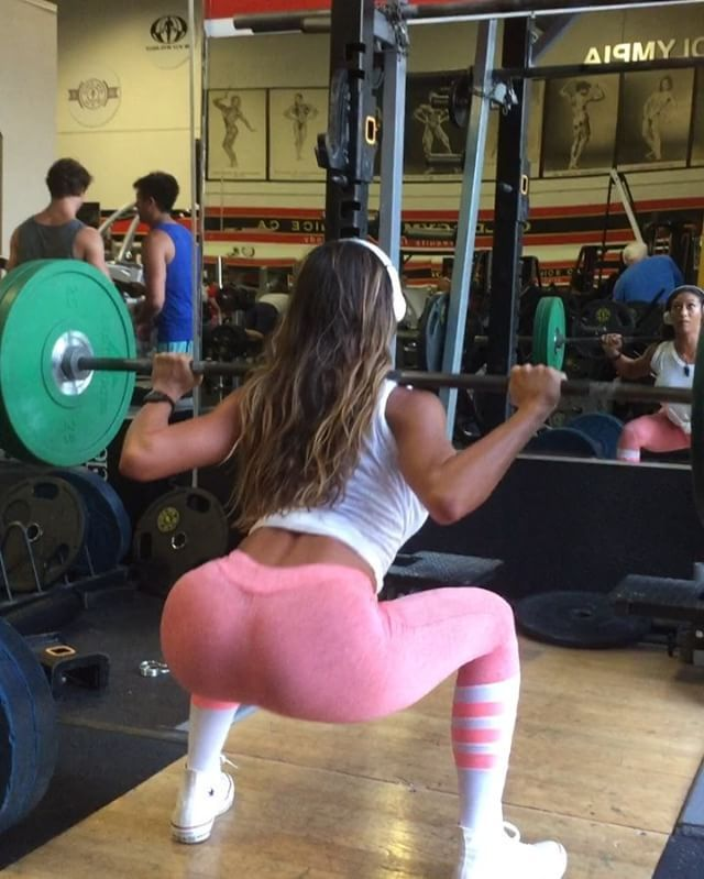 Elle Fitness Leggings: Squats To Make The Peach Grow In My New Peach Colored
