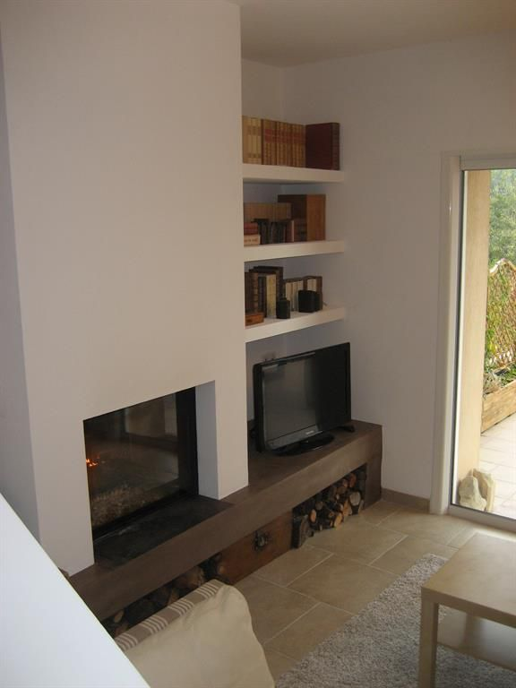 LIKE THE LOWER HEARTH RUNNING FULL LENGHT w/shelves at side