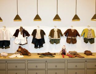 Window Display - VM - Store Interior - cute boutique display