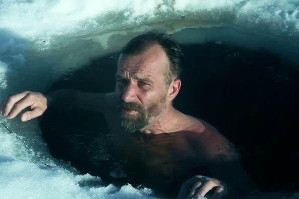 Wim Hof a intrat în Cartea Recordurilor datorită capacității sale de a rezista la temperaturi extreme. El a urcat pe Everest și Kilimanjaro doar în