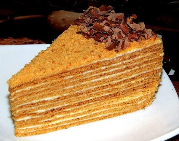 БАБУШКИН МЕДОВИК   Ингредиенты:  Тесто: ✔ 1 стакан сахара ✔ 60гр.слив.масла ✔ 2 ст.ложки меда ✔ 3 яйца ✔ 1 ч.л. соды негашеной ✔ 3-4 стакана муки, ✔ 1 ст.ложка водки ✔ ванильный сахар(по желанию)  Крем: ✔ сливки или густая сметана(30%) 500 гр. ✔ 4ст.ложки сгущенки ✔ сахарная пудра(по вкусу) ✔ ложка лимонного сока ✔ ванильный сахар ✔ фрукты,орехи по желанию (у меня бананы,киви,апельсин и обжаренный миндаль)  Приготовление:  1. В металлическую емкость на водяной бане выкладываем все продукты…