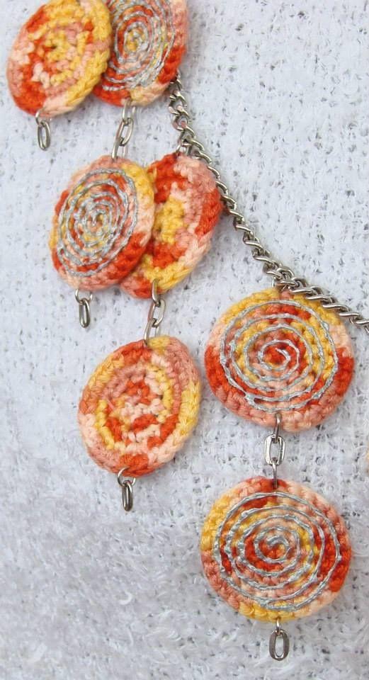 "Beads - ""Diskomaniya"" ... metal chain - металлическая цепь ... crochet - вязание крючком"