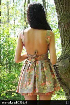 Zobacz zdjęcie sukienka z odkrytymi plecami w pełnej rozdzielczości