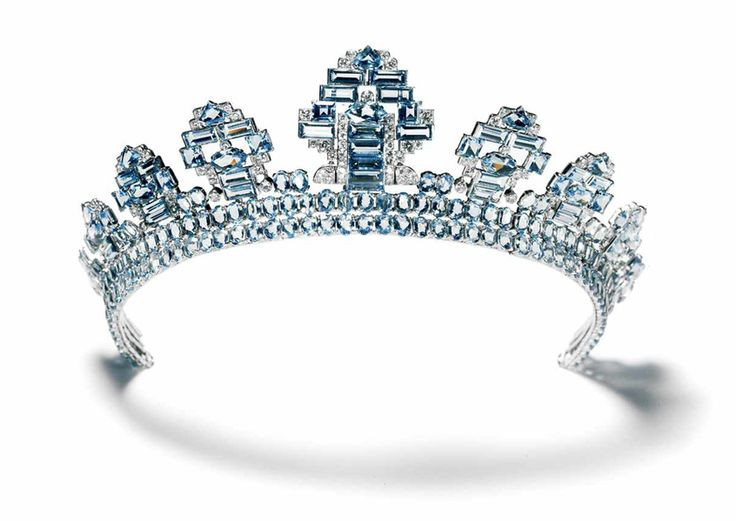 Tiara Cartier London, 1937 Platinum, round old-cut diamonds, oval and fancy-cut aquamarines The central motif can be removed from the tiara and worn as a brooch, pointing downward. This tiara was first made with a single row of oval aquamarines, but the client had a second row of identical stones added five months later. In 1937 Cartier London received orders for no fewer than twenty-seven tiaras, most of them to be worn at the coronation of King George VI in May of that year.
