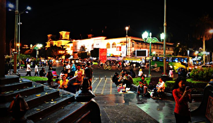 Yogyakarta zero kilometer point is a point that a standard spacing between regions in Yogyakarta or other cities outside of Yogyakarta.. At night, along the sidewalk around Jend. Ahmad Yani street dan KH Ahmad Dahlan street become a place for young people to spent the night to hanging out and also a gathering place for certain communities to express and seek inspiration..