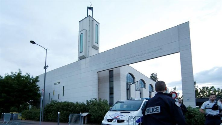 Man tried to ram car into people outside French mosque