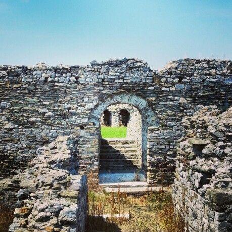 Anfiteatro di Luni, porto della Toscana antica, oggi #liguria. Amphitheater of the moon arched door.