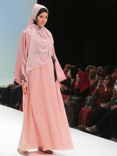 Desfile de moda islámica en Indonesia