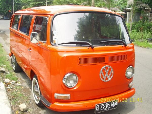 VW Combi 1970  by cUsToM_T4Lk, via Flickr