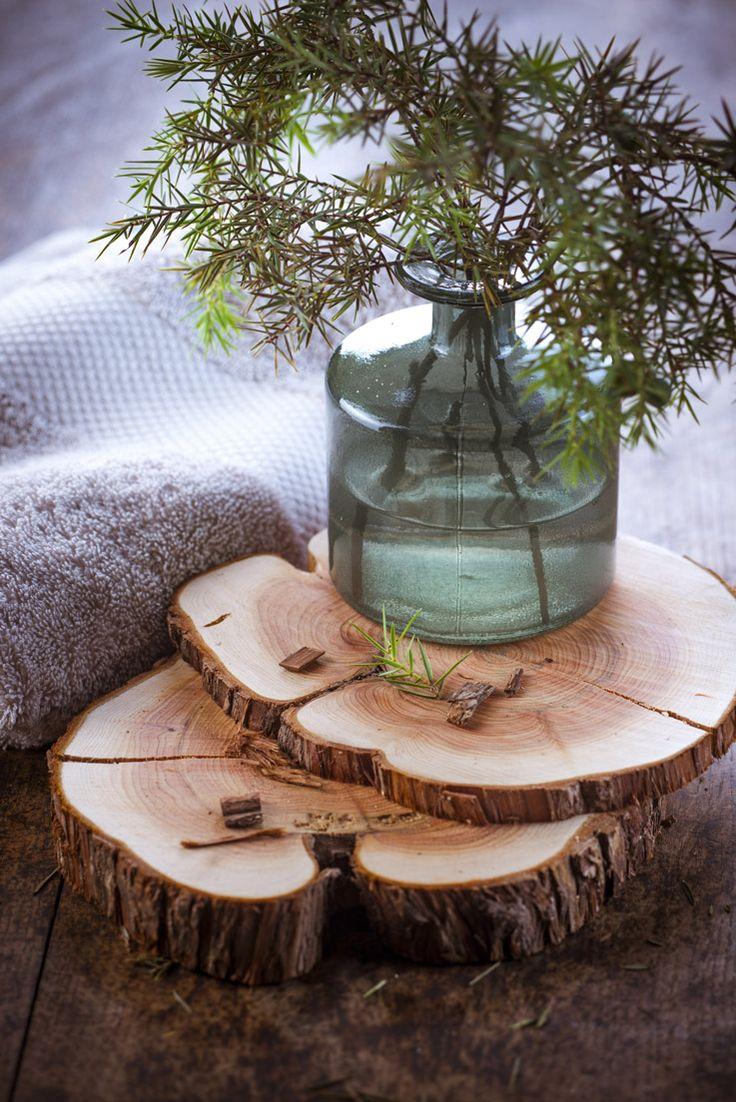 petit pot #provençale, #cigale et #méditerranée, le #bien-être passe aussi par le #soleil, #aromathérapie, #ambiance #salle de bain #décoration #phytotherapie les produits #bio aux #huiles #essentielles, bois de cade en rondelle , purifiant http://www.marielys-lorthios.com/