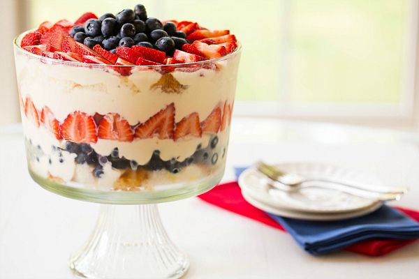 Red, White & Blue Berry Trifle by Brown Eyed Baker :: www.browneyedbake... ~ So easy! #4thofjuly #dessert #recipe