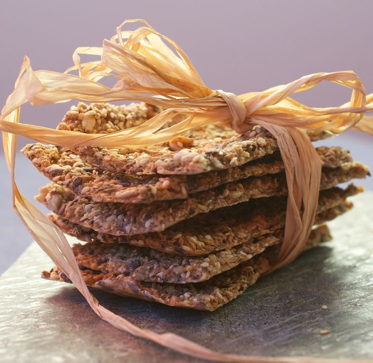 Ekstra grove knekkebrød er sunne og veldig gode til frokost, lunsj og i matpakken. De lages av grov hvete, havregryn, solsikkekjerner, linfrø og sesamfrø.