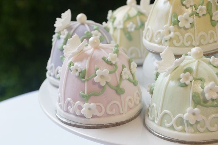 Birdcage & Butterfly Cupcakes