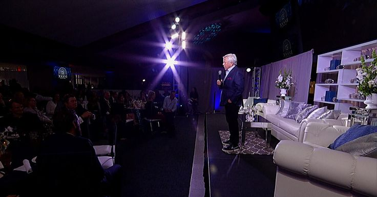 Go inside the reunion held at Gillette Stadium to celebrate the 2001 Patriots and hear Robert Kraft and Bill Belichick's remarks to the team.