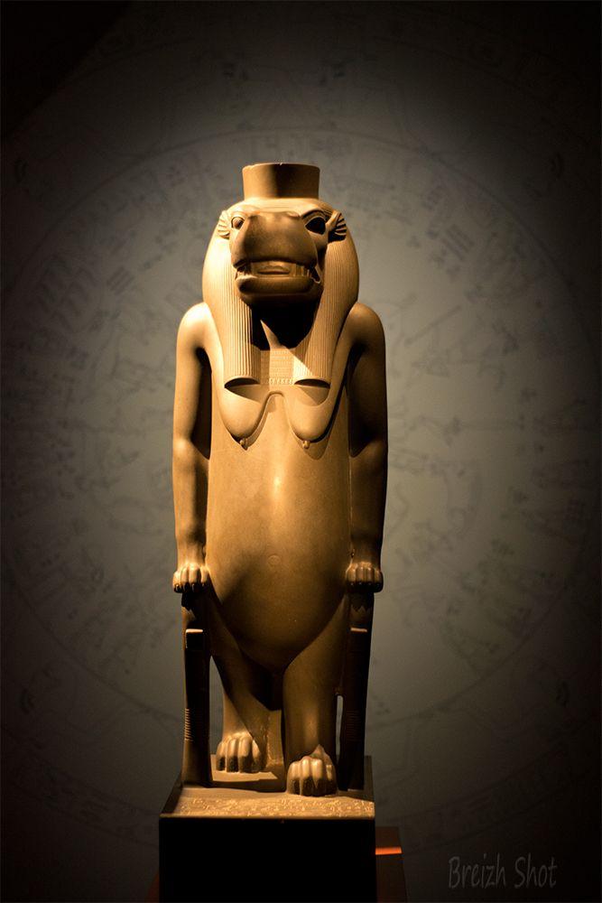 Déesse Thouéris, statue égyptienne en grauwacke - Photos 2 Breizh. Musée du Caire - Exposition Osiris - Institut du Monde Arabe