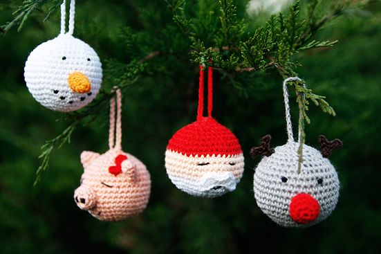 Crocheted Christmas baubles: