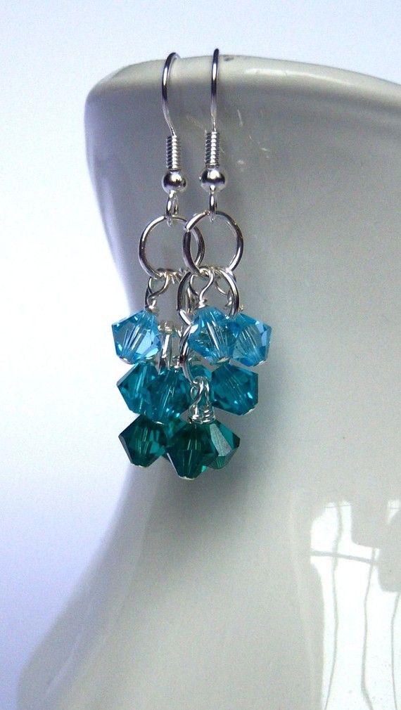 drie ringetjes, buig daar de Swarovski kristallen omheen, opbouw in kleur,,,,,