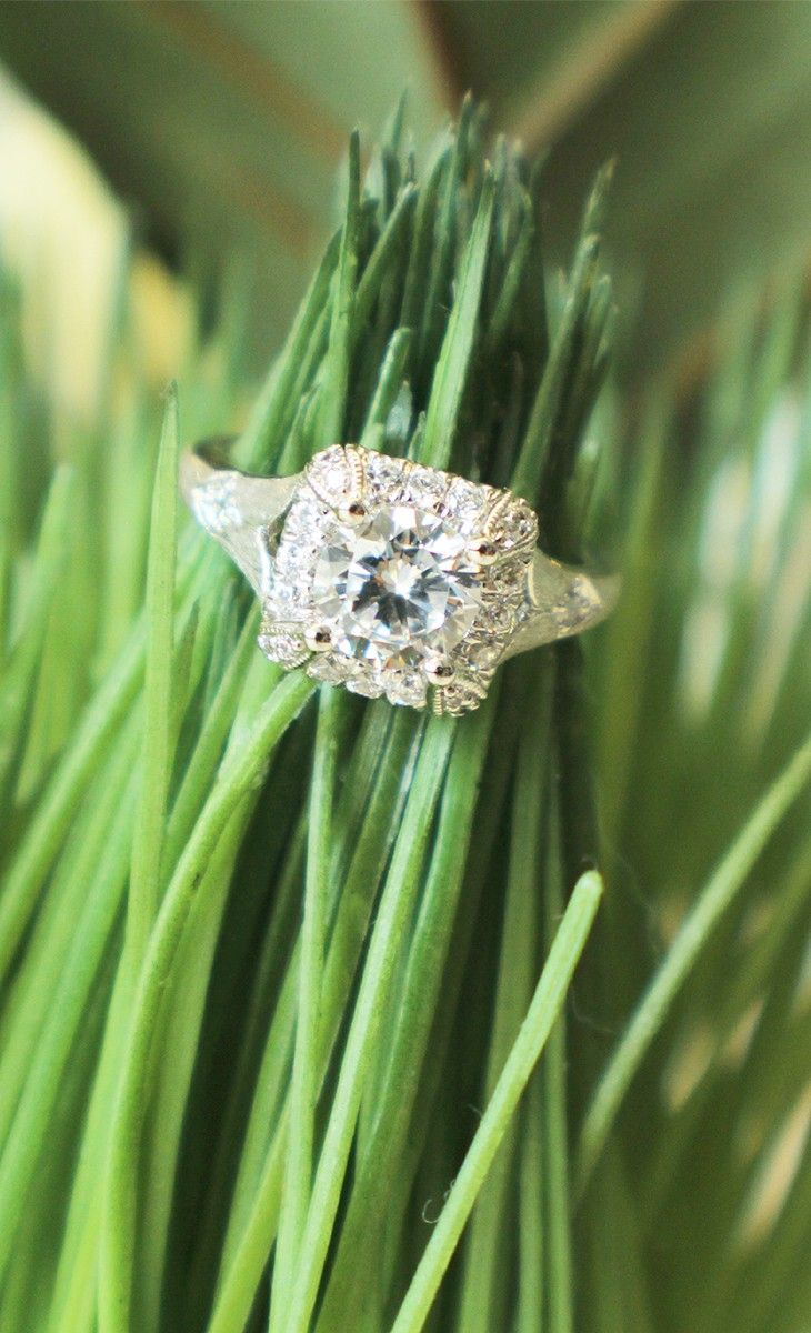 Even the smallest blade of grass is unlike any other in the world. Be an original and create a ring that's truly yours.