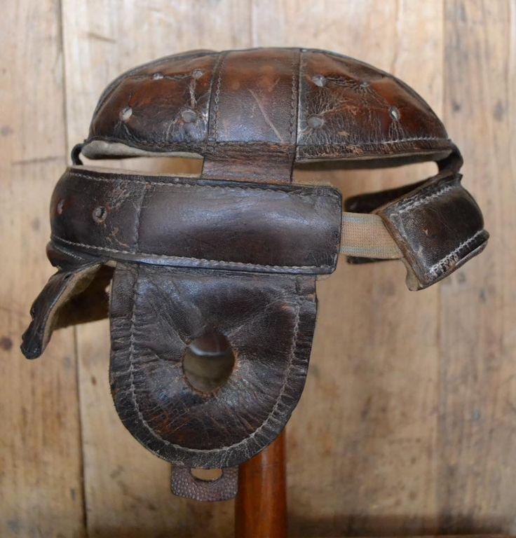 """Casco de fútbol americano A.G.Spalding  & Bros (Estados Unidos) 1900-1910. Flat-top style is among the very first """"dog-ear"""" style helmets. (Colección particular de Pablo Gines)"""