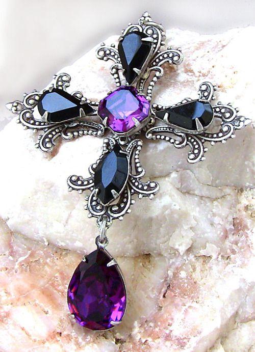 kylievolatile:    Gothic Crystal Cross by *Aranwen